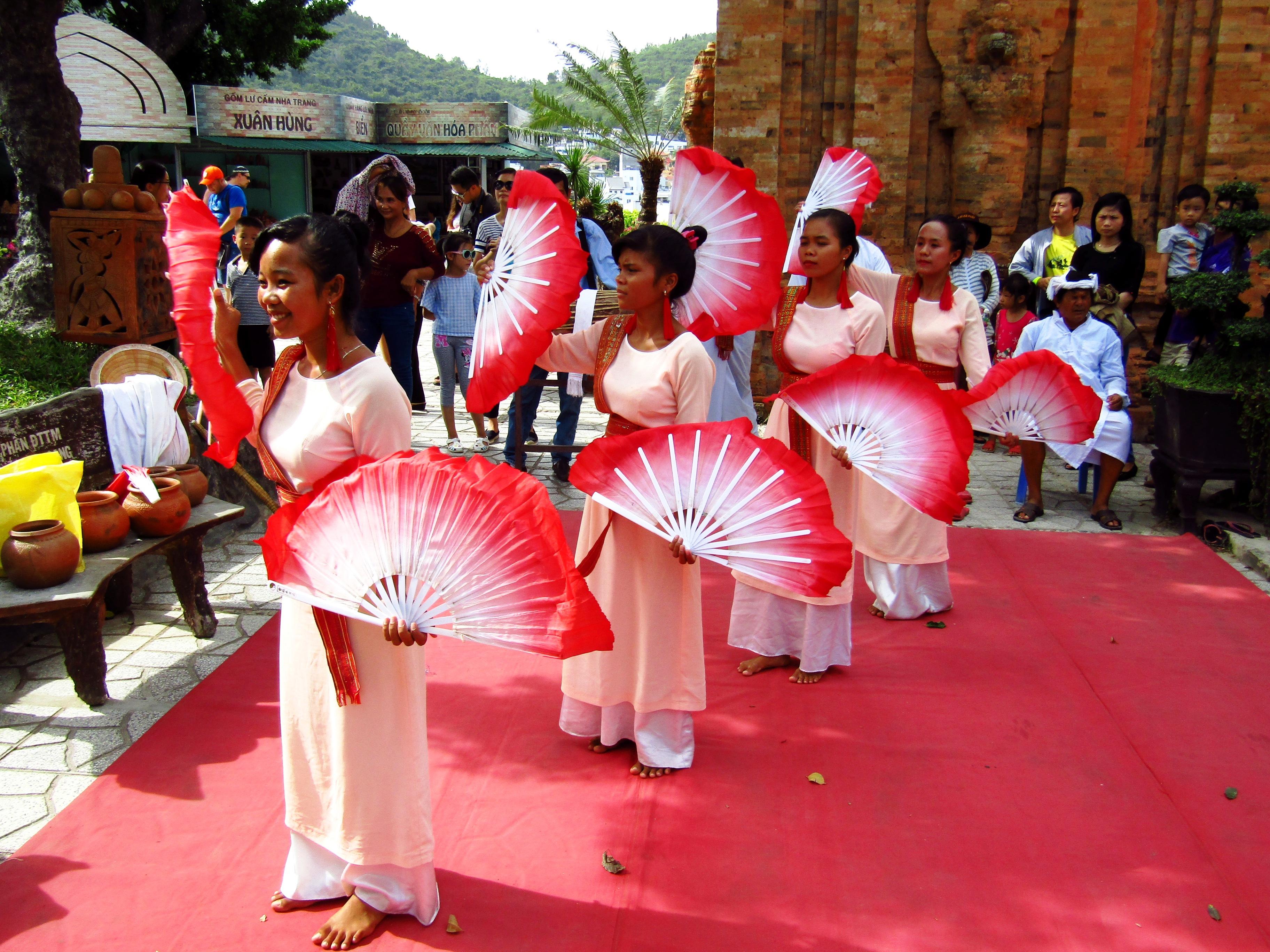 Stumbling upon a dance performance in Nha Trang