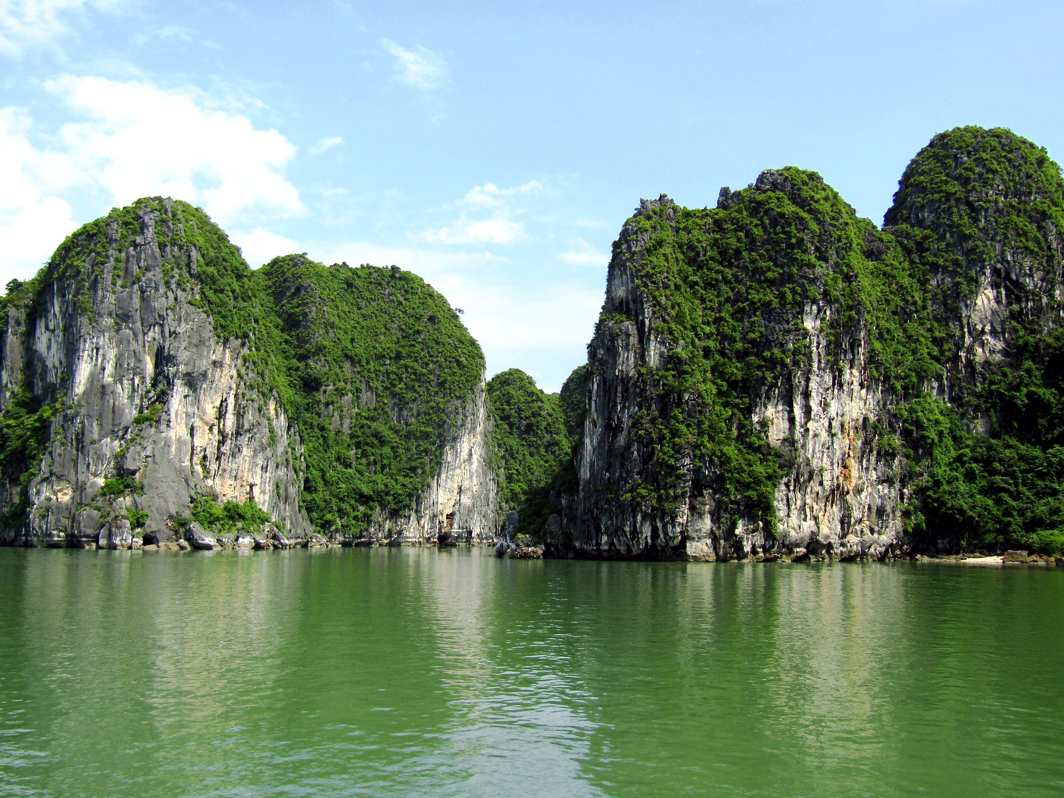 The stunning Halong Bay