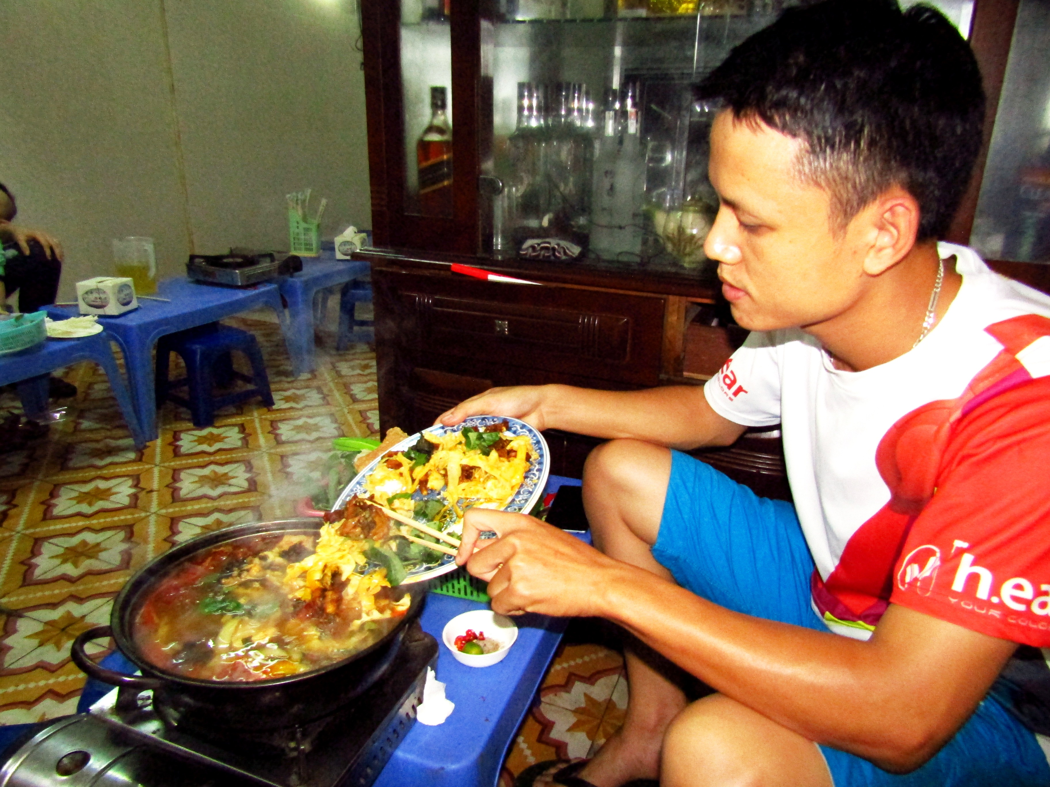 Cooking lẩu ếch with my host Ha