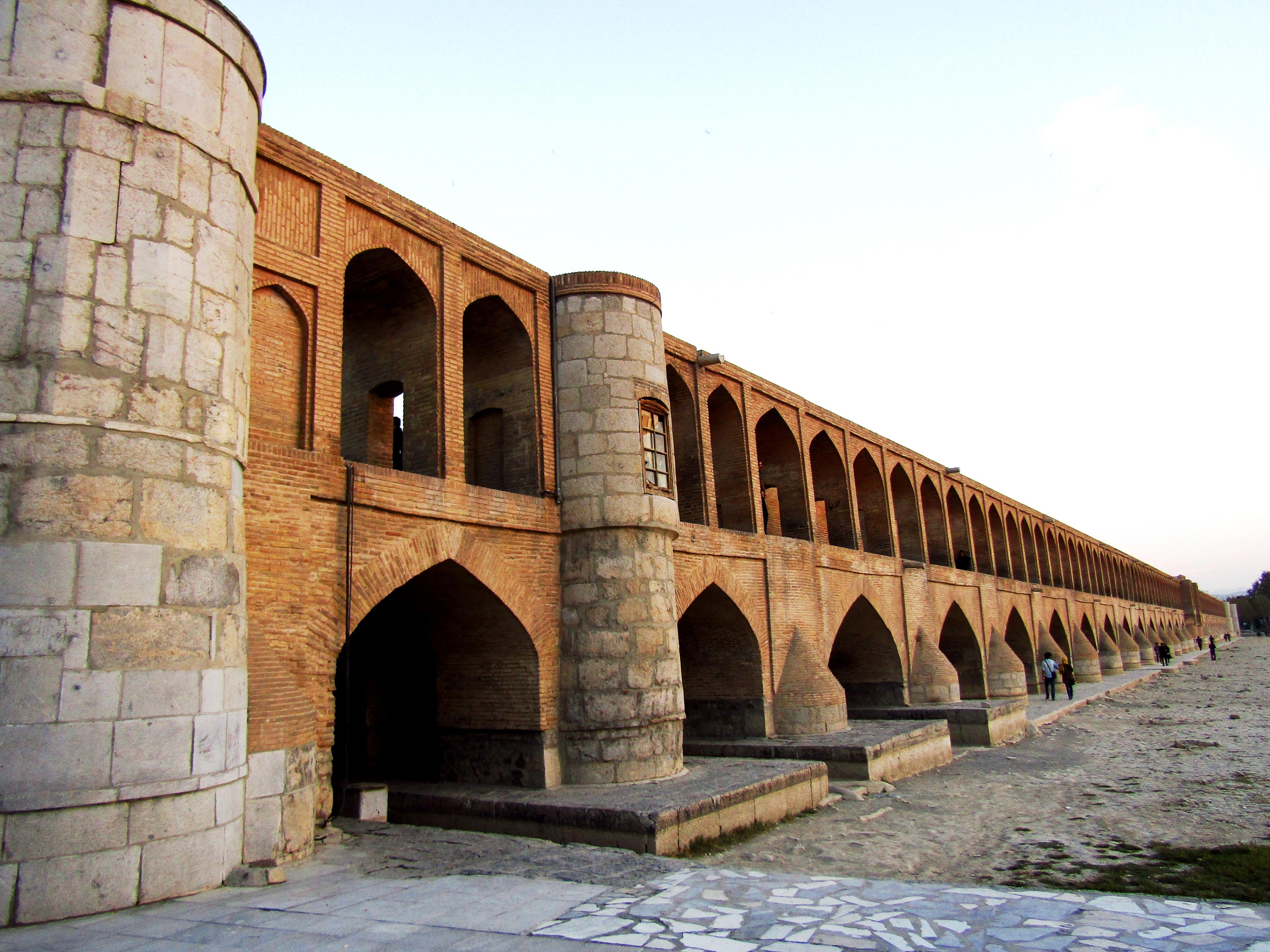 Si-o-seh pol (Allāhverdi Khan Bridge)